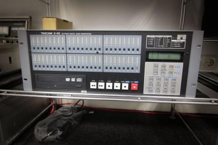 Tascam X-48 met Tascam IF-AD 24X (ADAT)